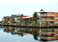 Robert's Grove Beach Resort - Placencia - Edificio