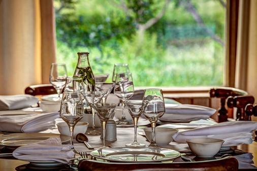 Serendipity Suites Manali - Manāli - Dining room