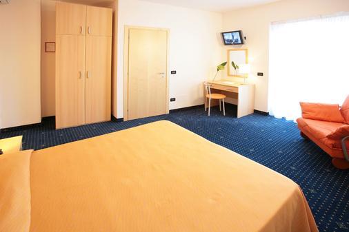 Hotel Bellini - Lignano - Schlafzimmer