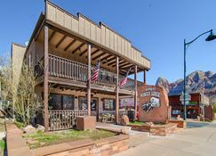 Pioneer Lodge - Springdale - Edificio