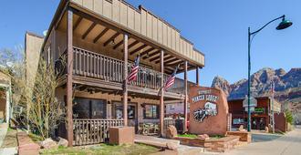 Pioneer Lodge - Springdale - Building