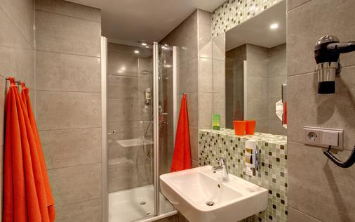 Meininger Hotel Amsterdam City West - Amsterdam - Bathroom
