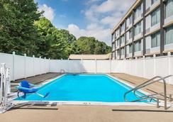 Wyndham Garden Pittsburgh Airport - Pittsburgh - Bể bơi