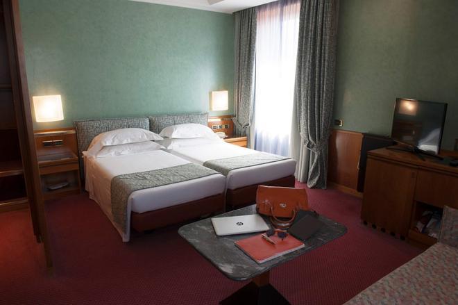 Michelangelo Hotel - Милан - Спальня