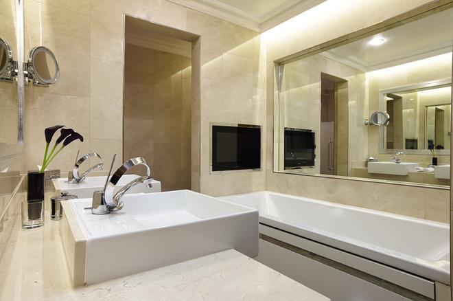 The Chelsea Harbour Hotel - London - Bathroom