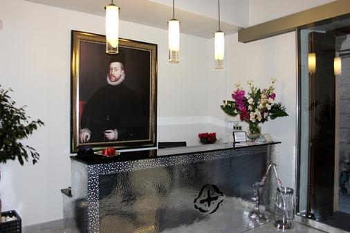 Hotel Don Felipe - Segovia - Front desk