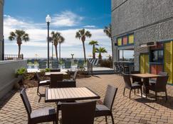 Dayton House Resort - Myrtle Beach - Binnenhof
