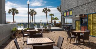 Dayton House Resort - Myrtle Beach - Patio