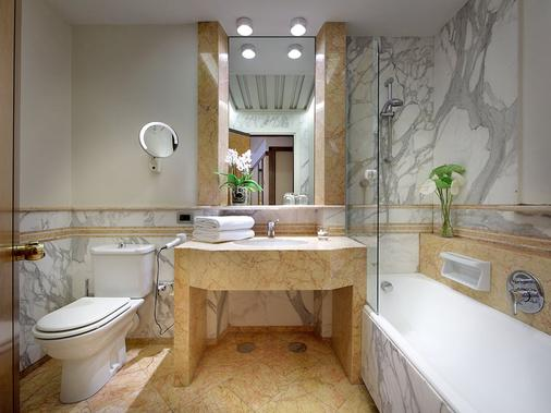 Exe Majestic - Naples - Bathroom