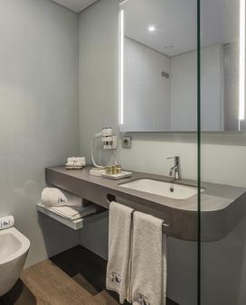 Eurostars Heroismo - Porto - Bathroom