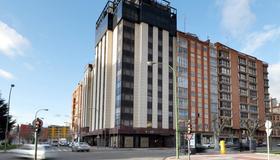 Hotel Puerta de Burgos - Burgos - Building