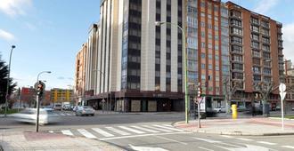 Hotel Puerta de Burgos - Burgos - Rakennus