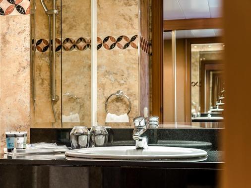 Exe Campus - Barcelona - Bathroom