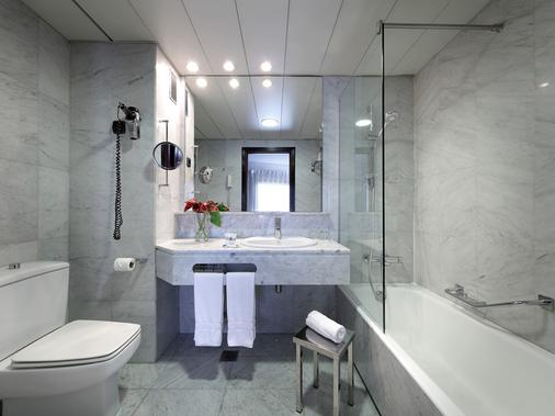 Hotel Via Castellana - Madrid - Bathroom