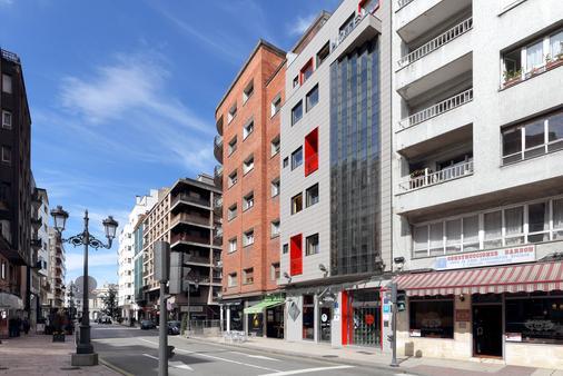 Exe El Magistral - Oviedo - Rakennus
