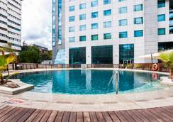 Eurostars Suites Mirasierra - Madrid - Pool
