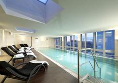 資訊歐洲之星柏林酒店 - 柏林 - 柏林 - 游泳池