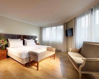 Hotel Regent Munich - Munich - Bedroom