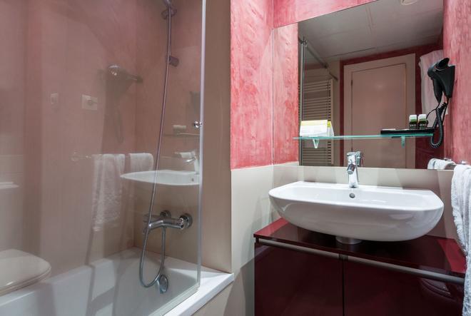 Exe Prisma - Les Escaldes - Bathroom