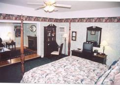 Long House Manor B And B - Watkins Glen - Bedroom