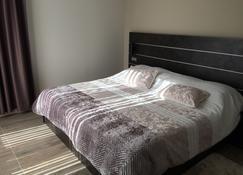 Hôtel Saint Roch - Martigues - Bedroom