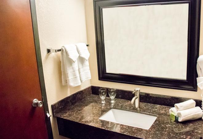 Grand Williston Hotel & Conference Center - Williston - Baño