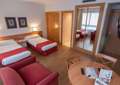 Aparto Suites Muralto - Madrid - Bedroom