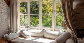 Gotten Manor - Ventnor - Living room