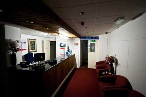 Prime Lodge - Birmingham - Front desk