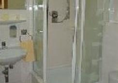 Pension Mona Lisa - Munich - Bathroom