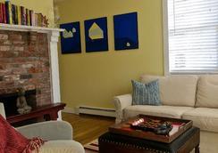 Atlantic Light Inn - Provincetown - Living room