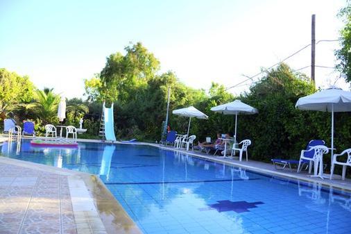 Violetta Hotel - Iraklion - Uima-allas