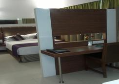The Urban Hotel - Bengaluru - Bedroom