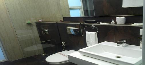 The Urban Hotel - Bengaluru - Bathroom