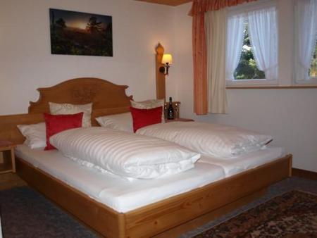 Hotel Hirschen - Menzenschwand - Bedroom
