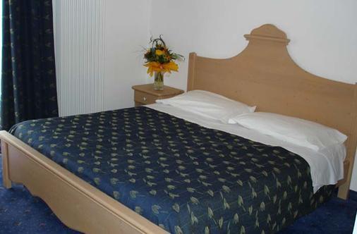 Hotel Garni Relax - Fai della paganella - Makuuhuone