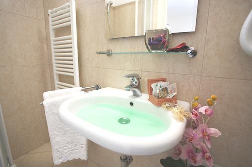 Hotel Confort - Rimini - Bathroom