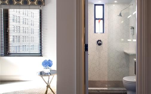 The Roger - New York - Bathroom