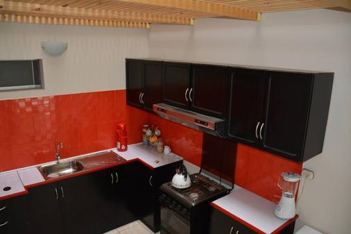 Tupac - Lima Airport Hostel - Lima - Cocina