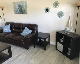 La Doral - Palm Beach Shores - Living room