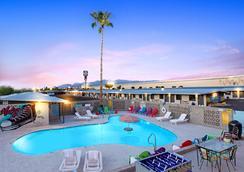 Hotel McCoy - Art, Coffee, Beer, Wine - Tucson - Pool