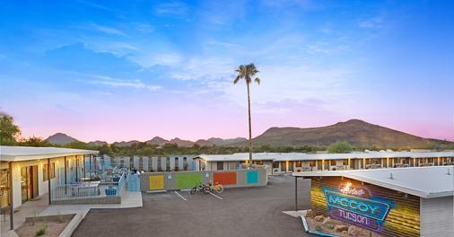 Hotel McCoy - Art, Coffee, Beer, Wine - Tucson - Building