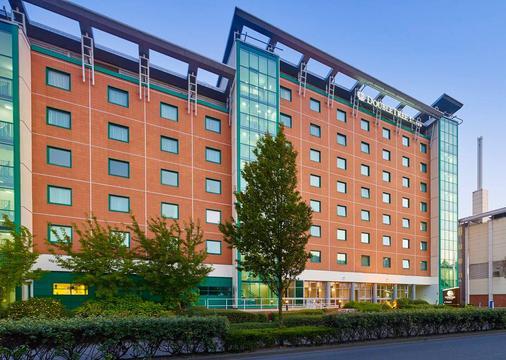 DoubleTree by Hilton Woking - Woking - Gebäude