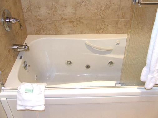 Riverside Hotel, an Ascend Hotel Collection Member - West Chesterfield - Bathroom