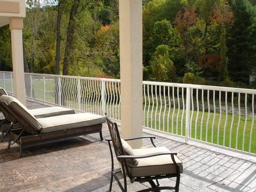 Riverside Hotel, an Ascend Hotel Collection Member - West Chesterfield - Balcony