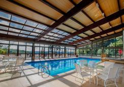Hotel Laghetto Allegro Alpenhaus - Gramado - Pool