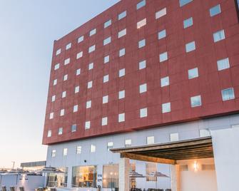 Hampton Inn & Suites by Hilton Salamanca Bajio - Salamanca - Gebäude