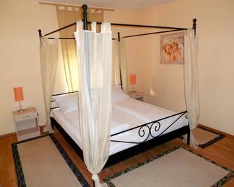 Hahne´s Gästehaus - Laatzen - Schlafzimmer