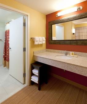 Courtyard by Marriott Buffalo Airport - Cheektowaga - Bathroom