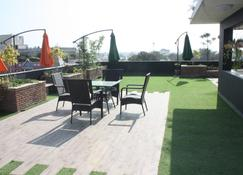 Stay10 Luxury Service Apartment - Indore - Patio